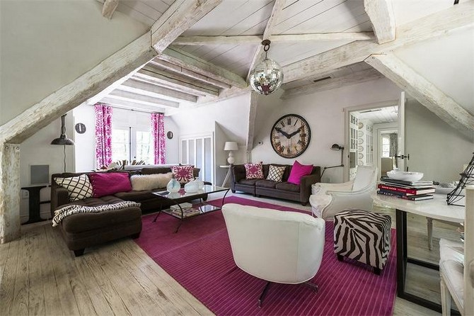 Keep it bold: follow the Summer trends using Pink Rugs! pink rugs Keep it bold: follow the Summer trends using Pink Rugs! brown and pink living room whitewashed wood ceiling beams