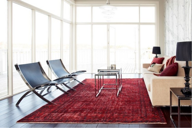 7 Bold Rugs That Honor Fourth Of July Modern Rugs 7 Bold Modern Rugs That Honor Fourth Of July Red overdyed rug in a modern living room